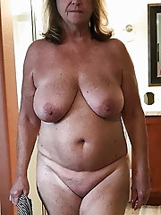 Old GILF is spreading her pussy lips for a photoshoot