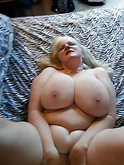 Blondie mature slut is getting naked