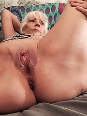 Superb mature mama likes blowjob so much