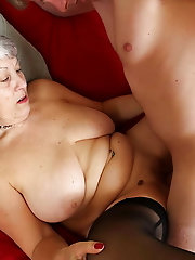 Amateur mature gilfs are posing totally naked