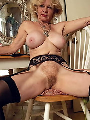 Mature cougars are fingering their pussy