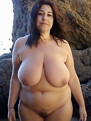 Filthy mature grandmother is posing fully naked on picture